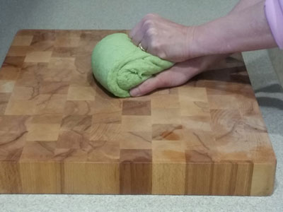 Kneading the green algae gyoza dough
